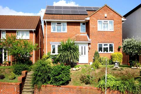 4 bedroom detached house for sale - OVER 1400 SQ ft with PARKING AND NO UPPER CHAIN, HP3