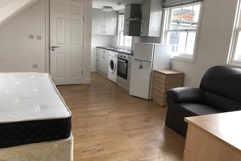 Studio to rent - Princess Road Backways, Leicester