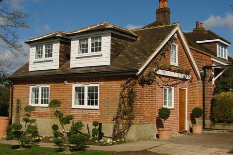 1 bedroom semi-detached house to rent - New Road, Bourne End, Buckinghamshire, SL8