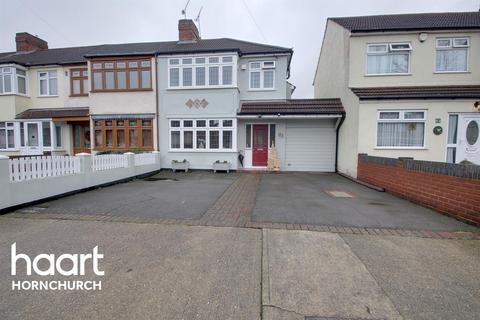 3 bedroom semi-detached house for sale - Saunton Road, Hornchurch