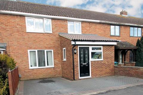 3 bedroom terraced house for sale - Meadowcroft, Aylesbury, Buckinghamshire, HP19 9LT