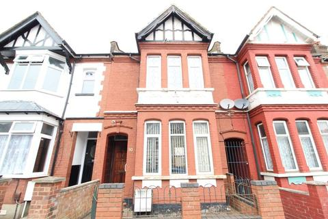 3 bedroom terraced house for sale - DECEPTIVELY SPACIOUS FAMILY HOME on Chatsworth Road