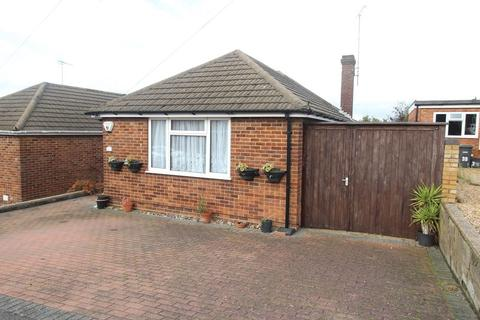3 bedroom semi-detached bungalow for sale - CUL-DE-SAC LOCATION of Hillary Crescent, Luton