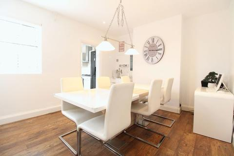 2 bedroom semi-detached house for sale - IMMACULATE PROPERTY on Stratford Road, Luton