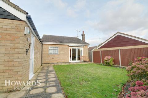 2 bedroom detached bungalow for sale - Elmdale Drive, Lowestoft