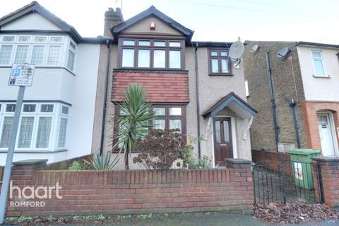 3 bedroom semi-detached house for sale - Norfolk Road, Romford