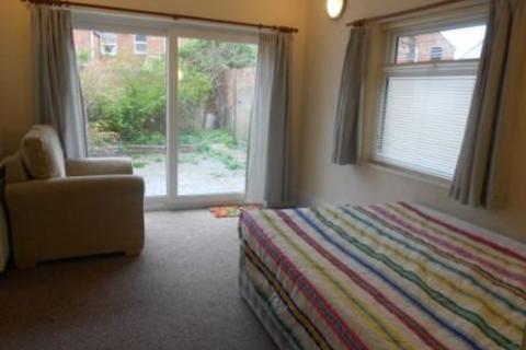 Studio to rent - REF: 10714   Harlestone Road   Northampton   NN5
