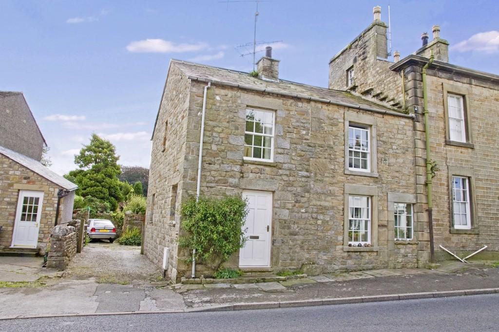 3 Bedrooms Cottage House for sale in 2 Wennington Road, Wray, Lancaster, LA2 8QH