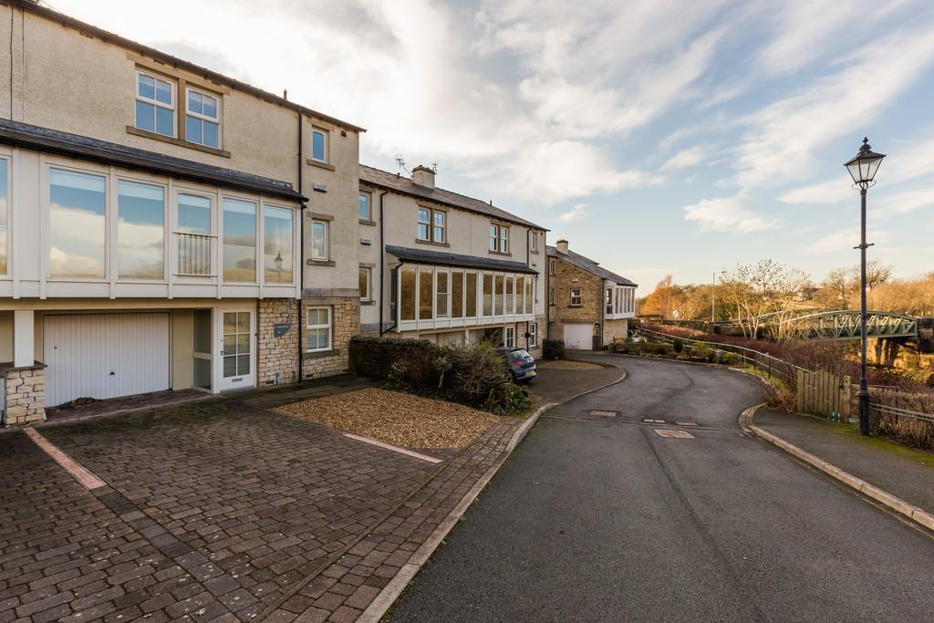 4 Bedrooms Town House for sale in Underscar, 10 Bridge Mews, Ingleton, Cumbria, LA6 3JW