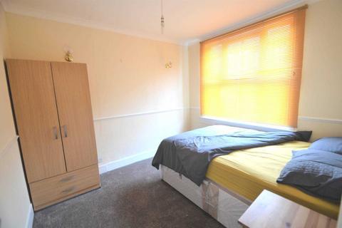 1 bedroom house share to rent - Sandhurst Place, Bedford