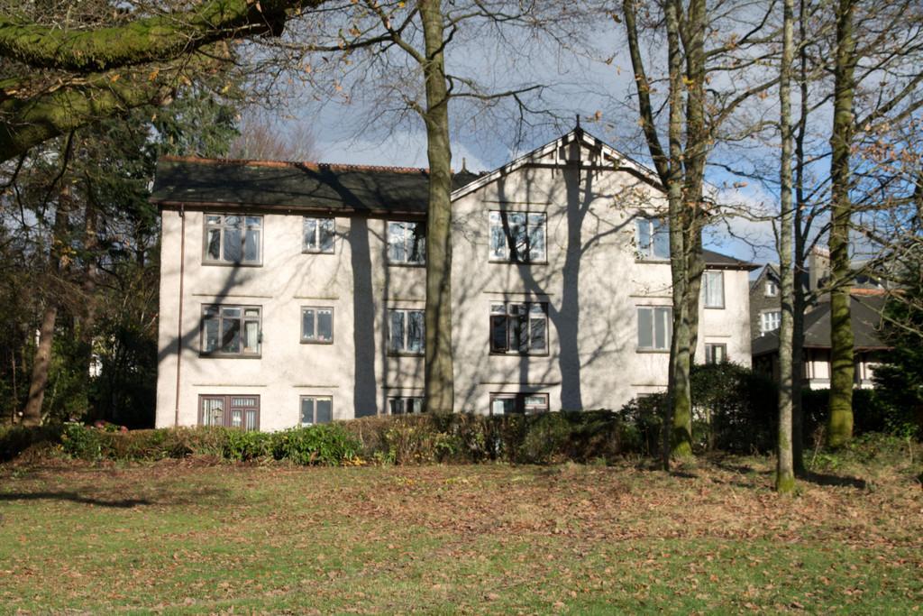 2 Bedrooms Apartment Flat for sale in 204 Elleray Gardens, Windermere, Cumbria, LA23 1JE