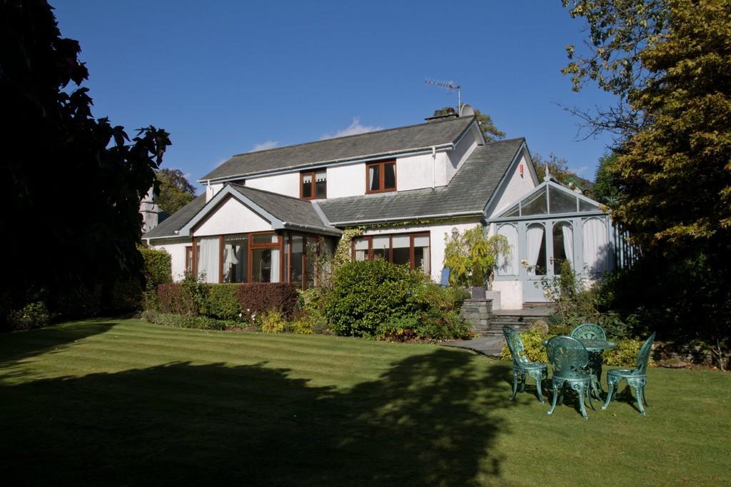 3 Bedrooms Detached House for sale in Fairways House, Birthwaite Road, Windermere, Cumbria, LA23 1DF