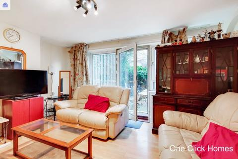 3 bedroom apartment for sale - Drew Road, London