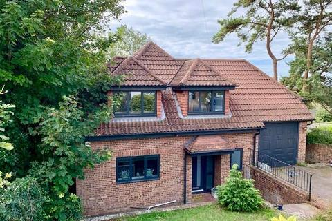 4 bedroom detached house for sale - Crescent Drive North, Brighton