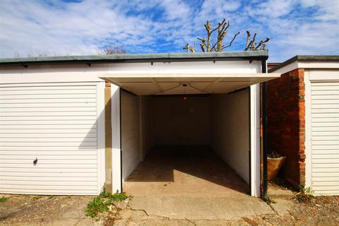 Garage to rent - Portland Road, Hove, East Sussex