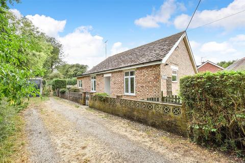 2 bedroom detached bungalow for sale - St. Mary Bourne, Andover