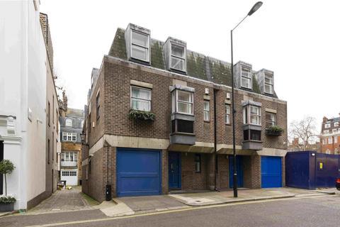 2 bedroom terraced house to rent - Waverton Street, Mayfair, London, W1J