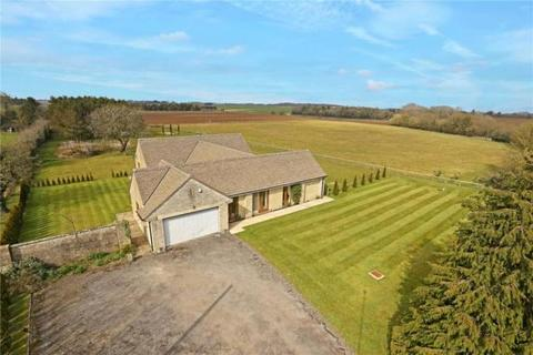 4 bedroom detached bungalow to rent - Chelworth , Malmesbury , Wiltshire SN16