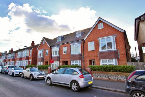2 bedroom flat - Wordsworth Road, Worthing, BN11