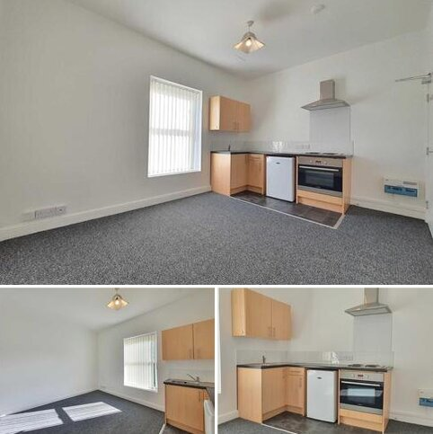 Studio to rent - Adelaide Street, Blackpool *Move in offer first months rent half price!!!*