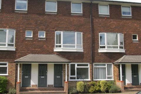2 bedroom flat to rent - Queens Court Haywards Heath RH16 1RJ