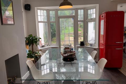 1 bedroom house share to rent - Moordown London SE18