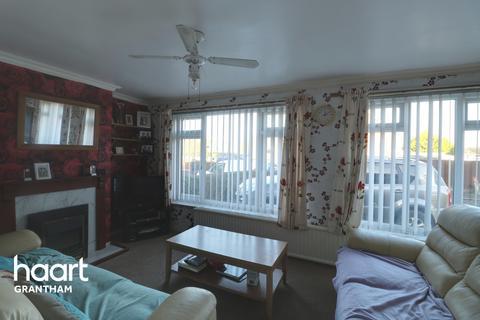 3 bedroom semi-detached house for sale - Welwyn Close, Grantham