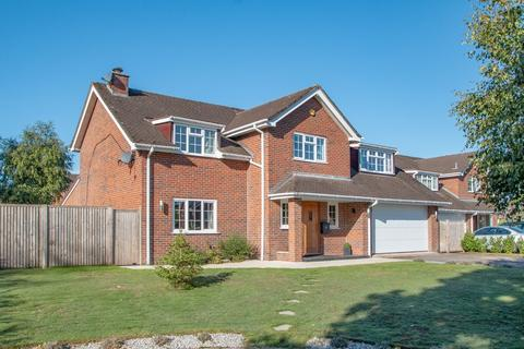 5 bedroom detached house for sale - Millbank Close, Chelford