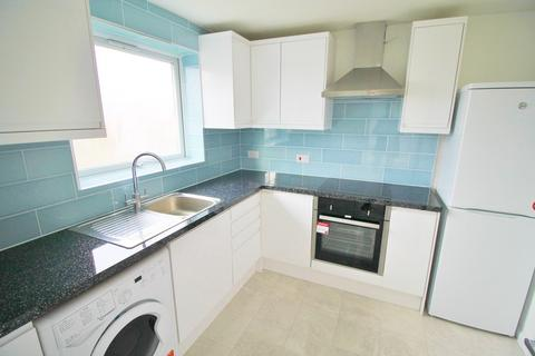 2 bedroom flat to rent - Trotwood, Chigwell