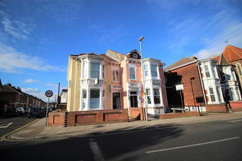 Studio to rent - Waverley Road, Southsea