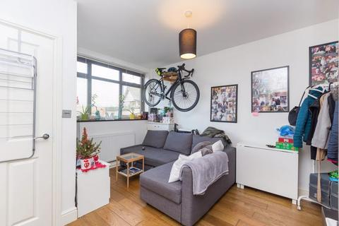 1 bedroom property to rent - North London