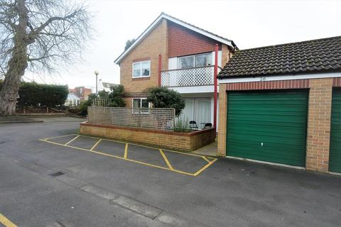 2 bedroom apartment to rent - 26 Old Manor Lawns, Long Lane, Beverley, East Riding Of Yorkshire
