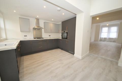 4 bedroom terraced house for sale - Falmer Road, Enfield, EN1