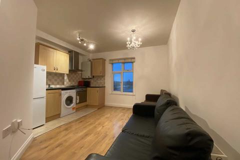 2 bedroom flat to rent - Uxbridge Road, Shepherds Bush, W12 9RA