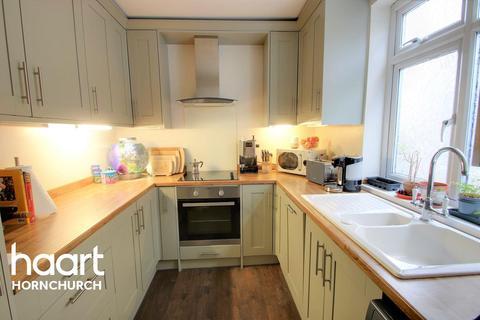 2 bedroom maisonette for sale - Matlock Gardens, Hornchurch