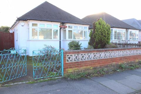 2 bedroom detached bungalow for sale - Kenilworth Road, Ashford