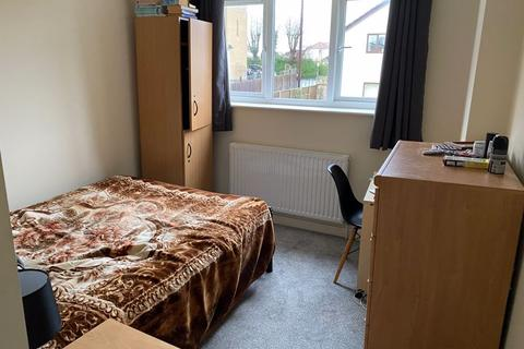 1 bedroom in a house share to rent - St. Teresas Court, Gloucester Road North, Bristol
