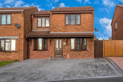 3 bedroom detached house for sale - Stone Pine Close, Hednesford, Cannock