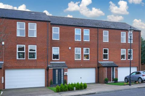 4 bedroom townhouse for sale - Corby Hall Drive, Ashbrooke, Sunderland