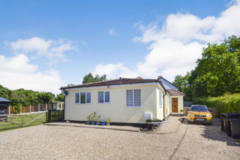 3 bedroom detached bungalow - Pump Lane, Danbury