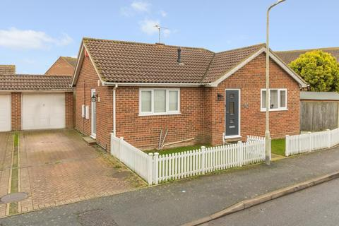 2 bedroom detached bungalow for sale - The Meadows, Herne Bay, CT6