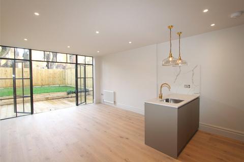 2 bedroom flat for sale - Granville Gardens, London, W5