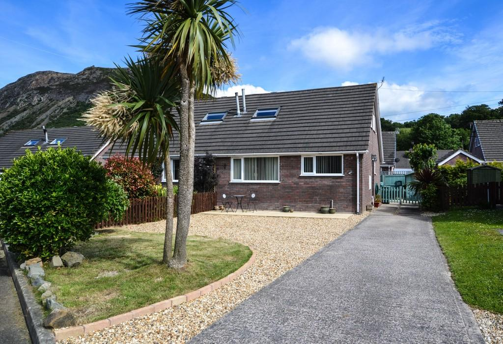4 Bedrooms Semi Detached House for sale in Maes Dolfor, Llanfairfechan, North Wales