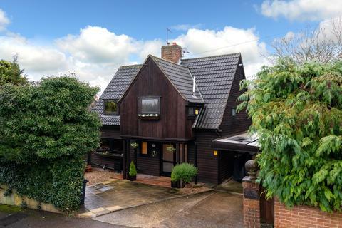 3 bedroom detached house for sale - Shrublands Avenue, Berkhamsted HP4