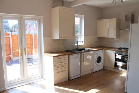 3 bedroom terraced house to rent - Baguley Street, Droylsden, Manchester