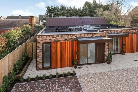 3 bedroom semi-detached house for sale - Harestock Road, Winchester, Hampshire, SO22