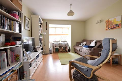 1 bedroom flat for sale - Holland Close, ROMFORD, RM7 7RN
