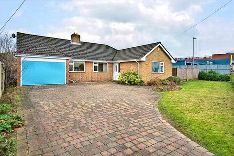 3 bedroom detached bungalow for sale - Lichfield Road, Burntwood, WS7