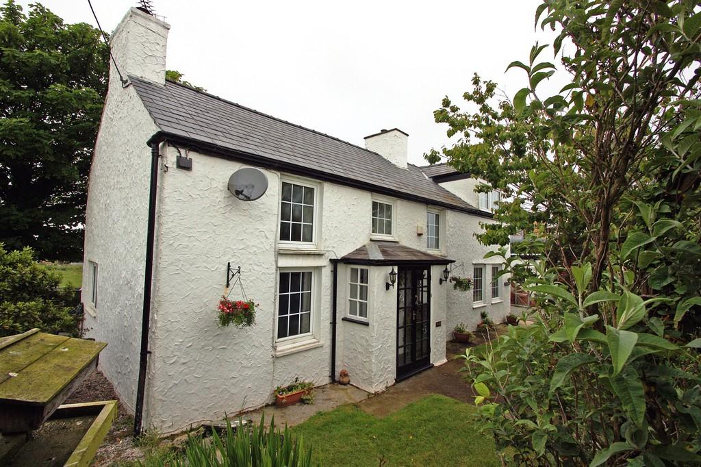 3 Bedrooms Detached House for sale in RHOSYBOL, NR AMLWCH