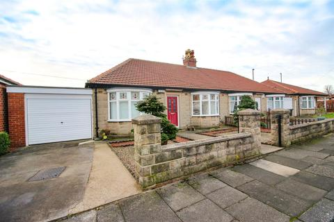 2 bedroom semi-detached bungalow for sale - Manor Gardens, Newcastle Upon Tyne